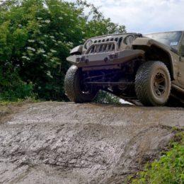 Abenteuer Allrad - Jeep auf Kuppe