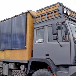 Abenteuer Allrad - Steyr mit Solarpanels