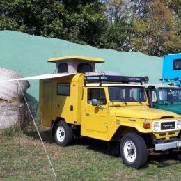 Buschtaxi-Treffen- Landcruiser mit Hubdach